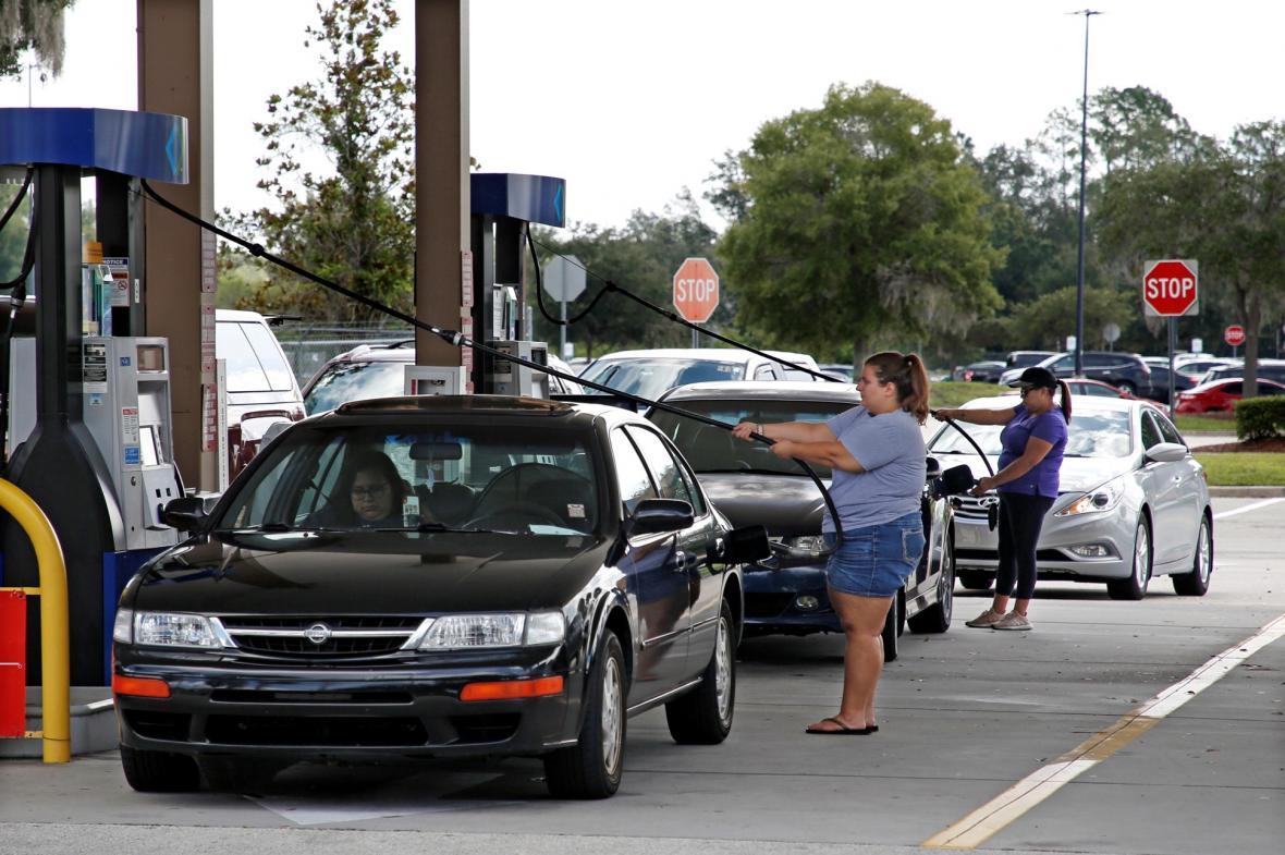 Lidé na Floridě se připravují na hurikán Dorian