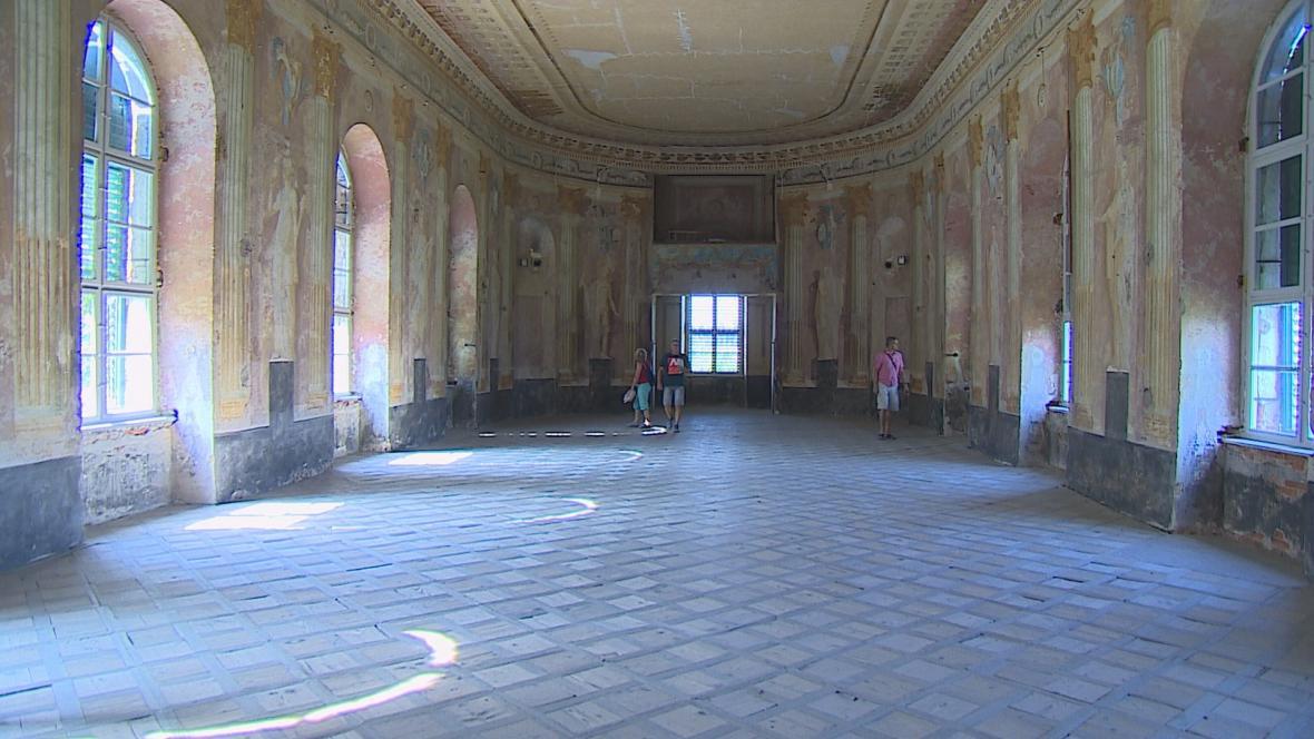 Státní zámek Uherčice
