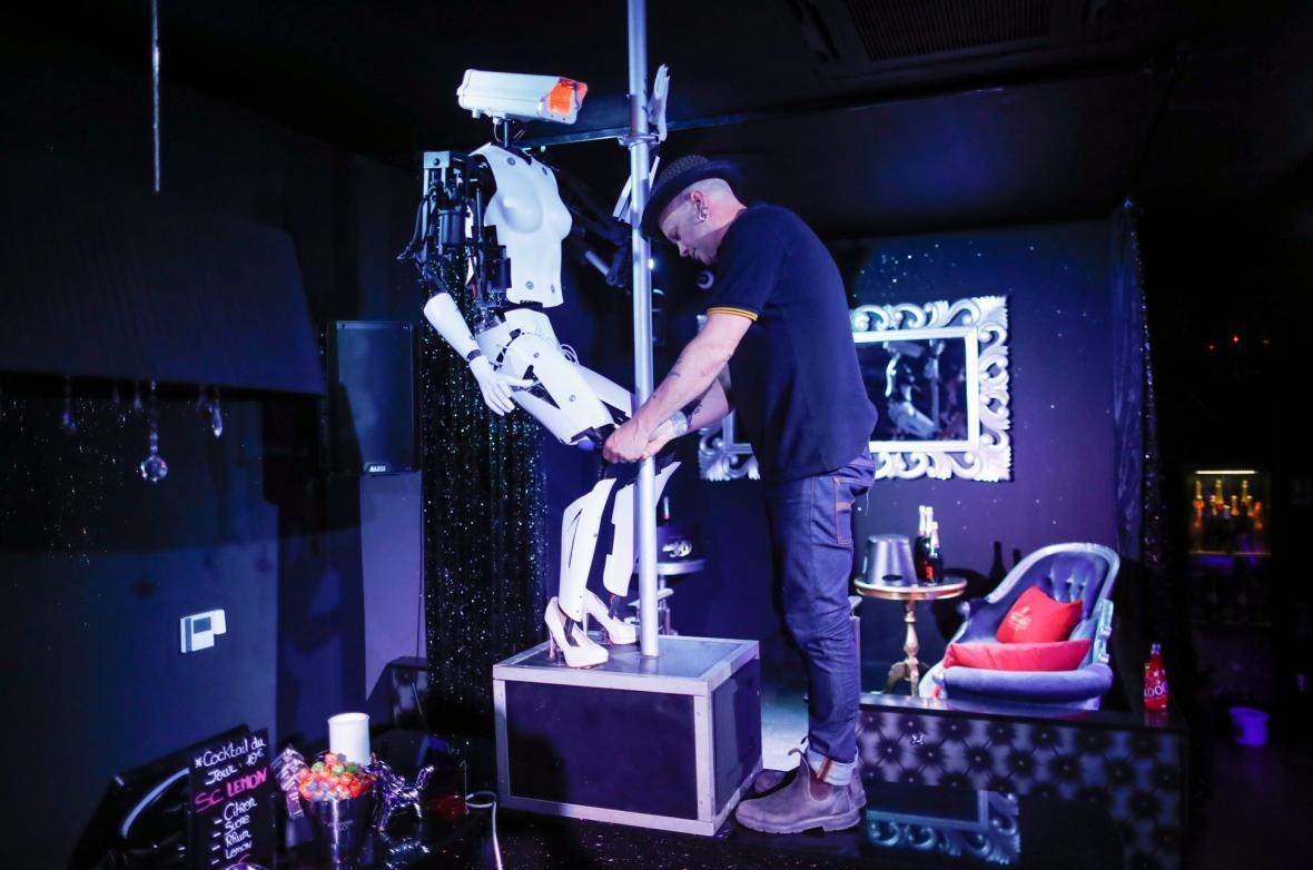 Robotí tanečnice Gilese Walkera