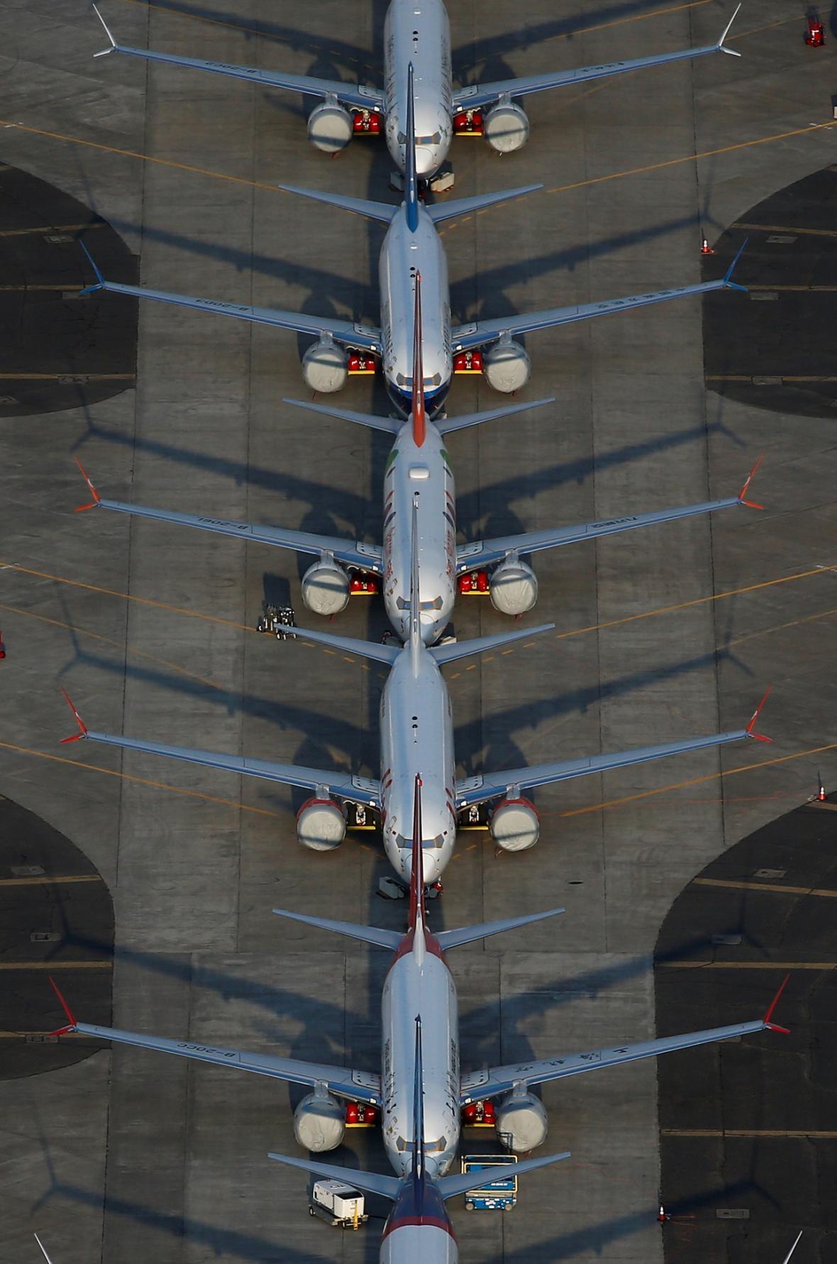 Odstavené letadla Boeing 737 MAX na mezinárodním letišti Grant County u Mosesova jezera ve Washingtonu