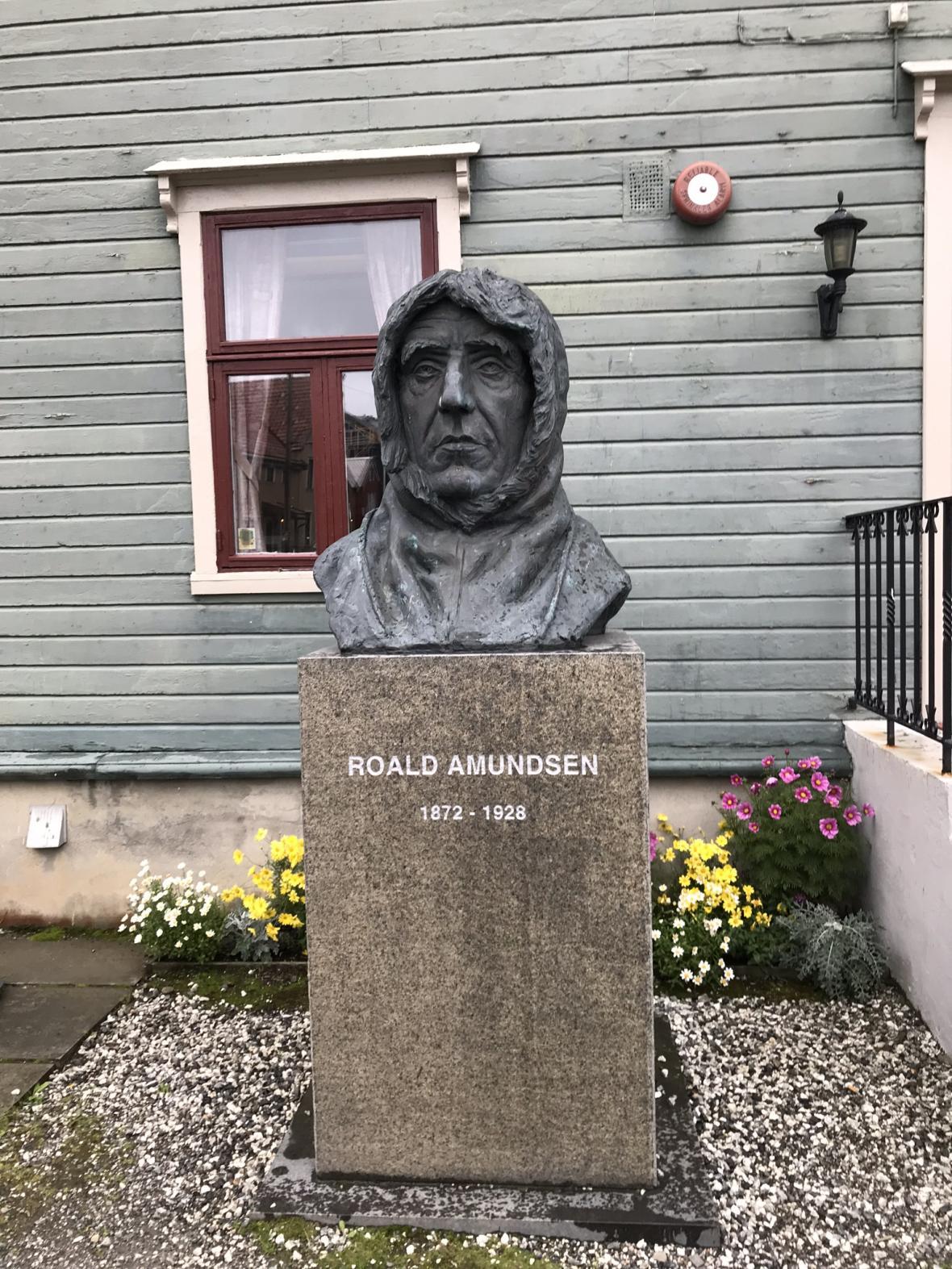 Socha Roalda Amundsena
