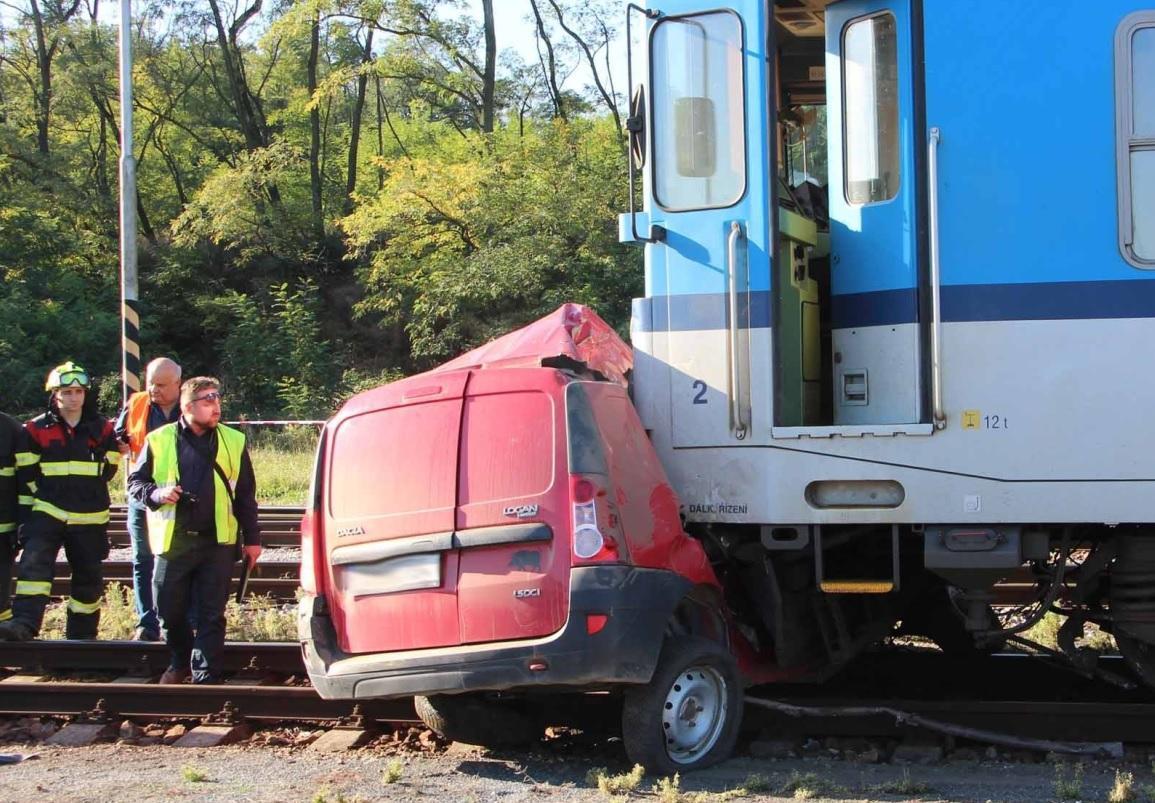 Nehoda vlaku a osobního auta na Znojemsku