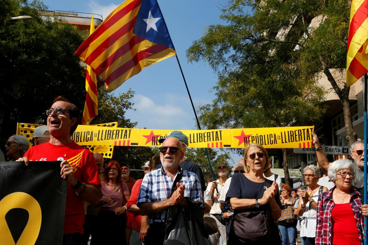 Katalánští separatisté si připomínají druhé výročí od referenda