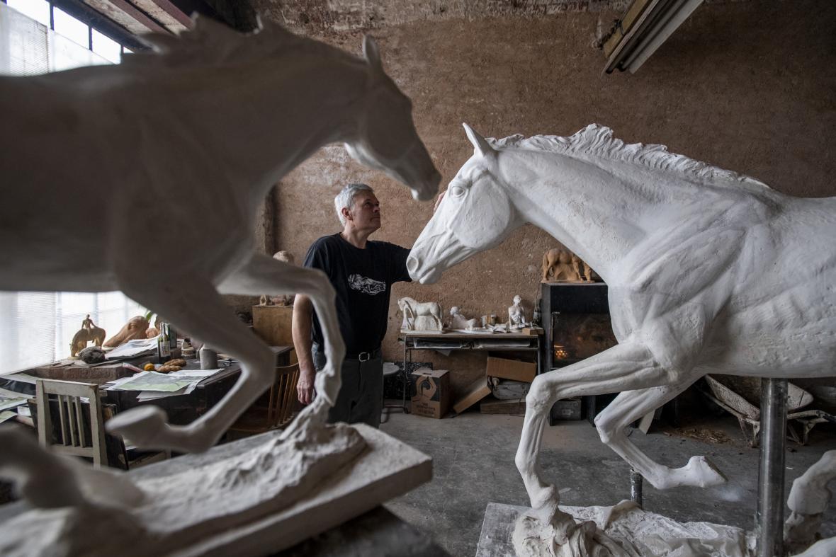Výroba bronzové sochy
