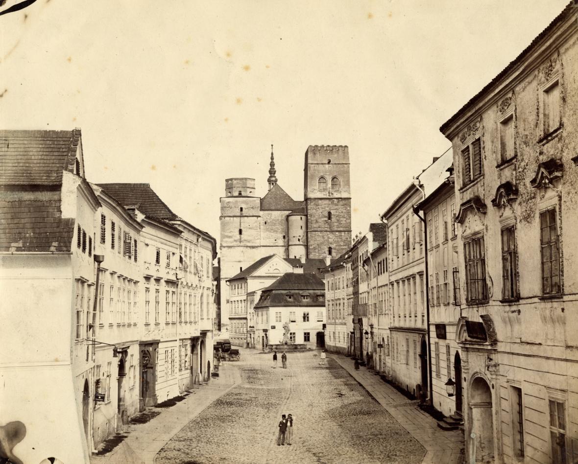 Historické fotografie a kresby z olomouckých archivů