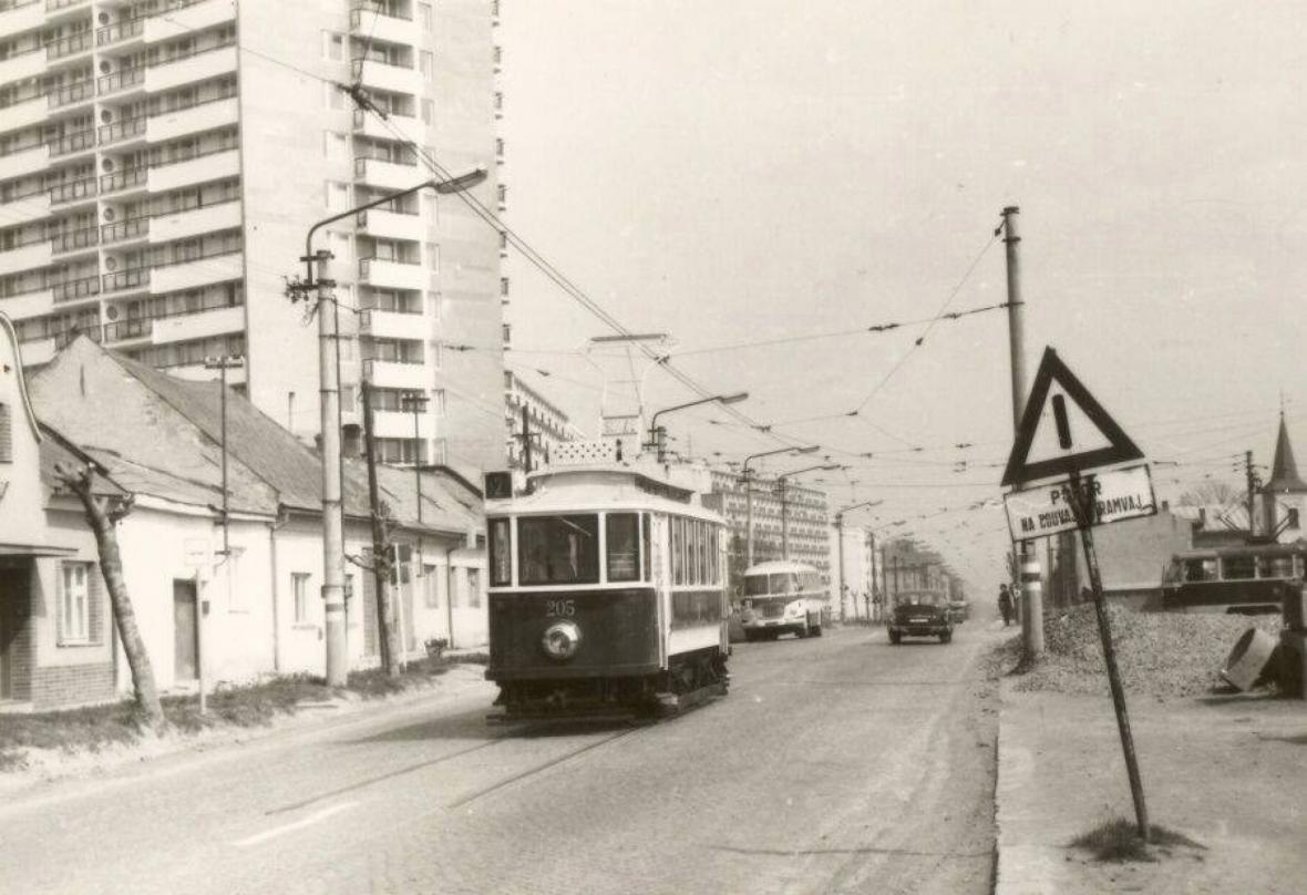 Tramvaj v ulici I. P. Pavlova