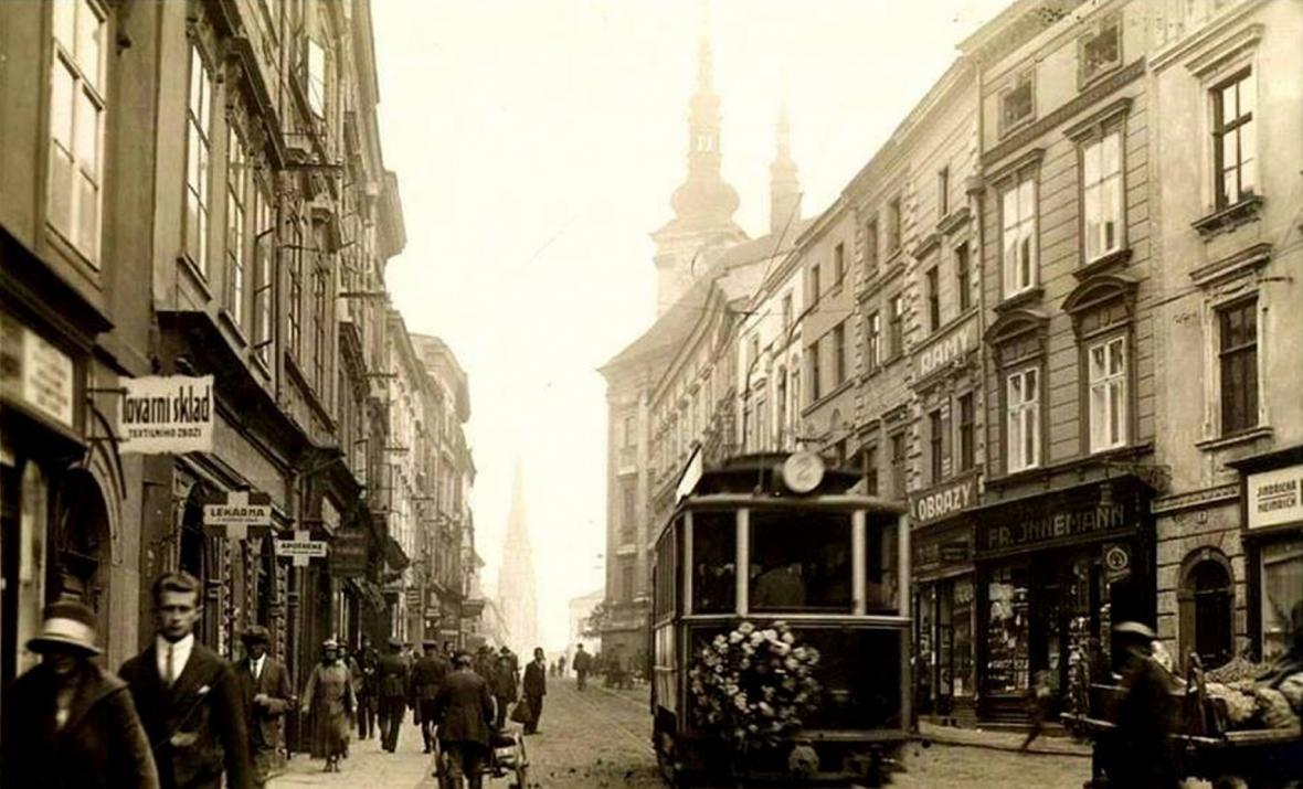 Tramvaj v Denisově ulici