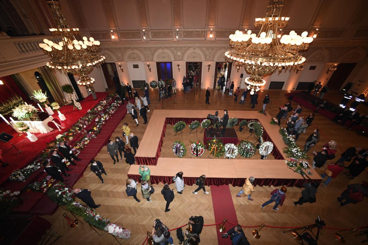 Pracovníci Paláce Žofín se snaží, aby všichni měli možnost rozloučit se důstojně s Karlem Gottem