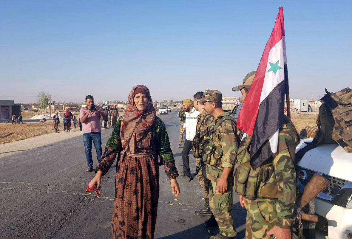 Syrští vládní vojáci přijeli do obce Tall Tamir