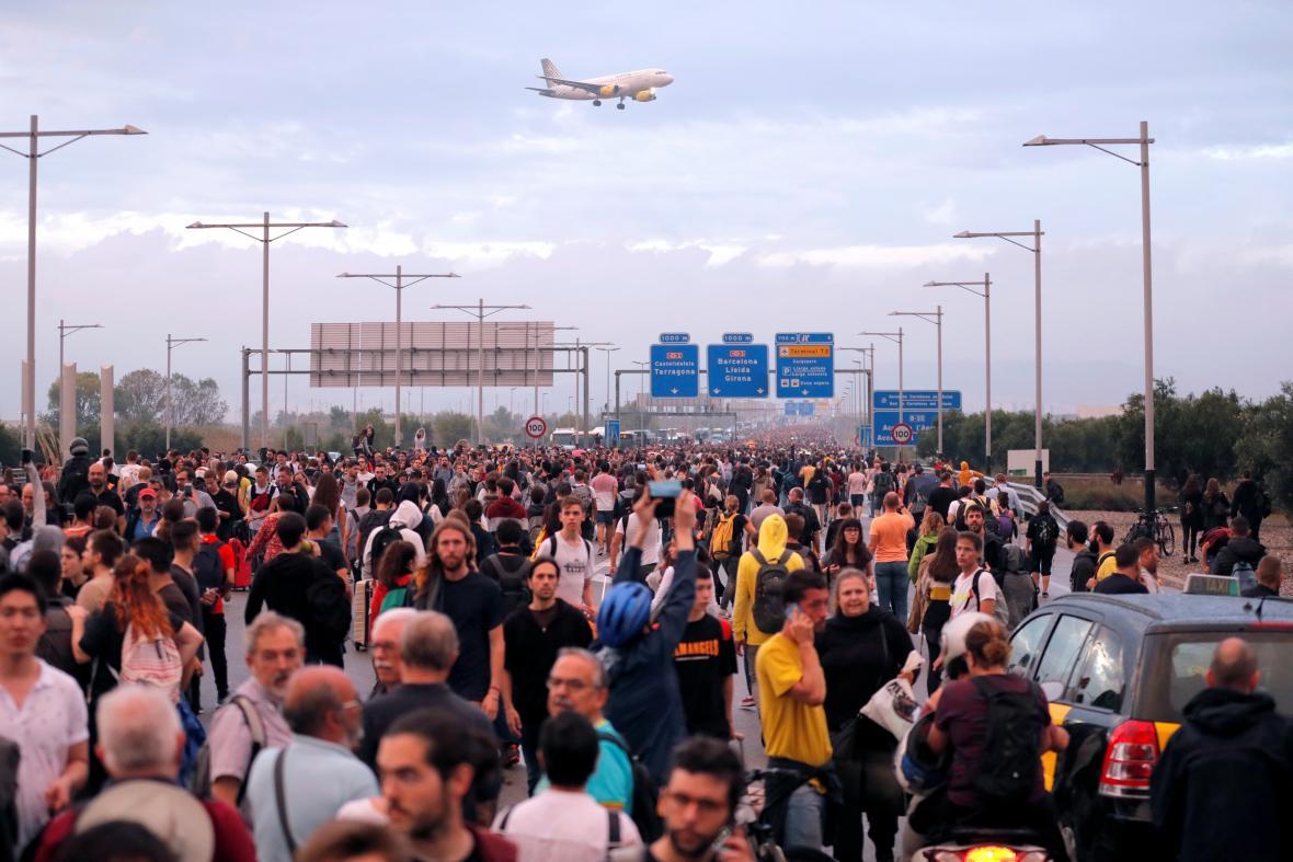 Katalánci zablokovali přijezd na letiště v Barceloně