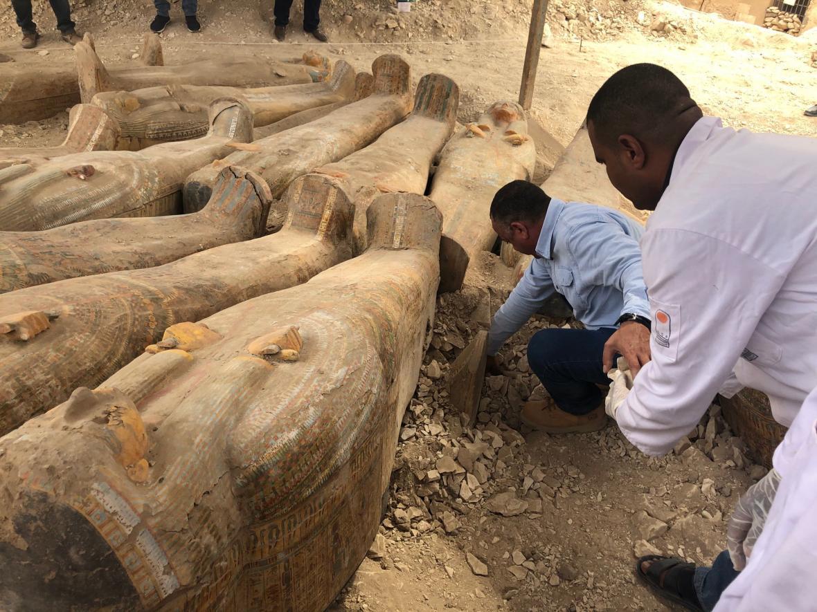 Objev dvou desítek sarkofágů v Egyptě