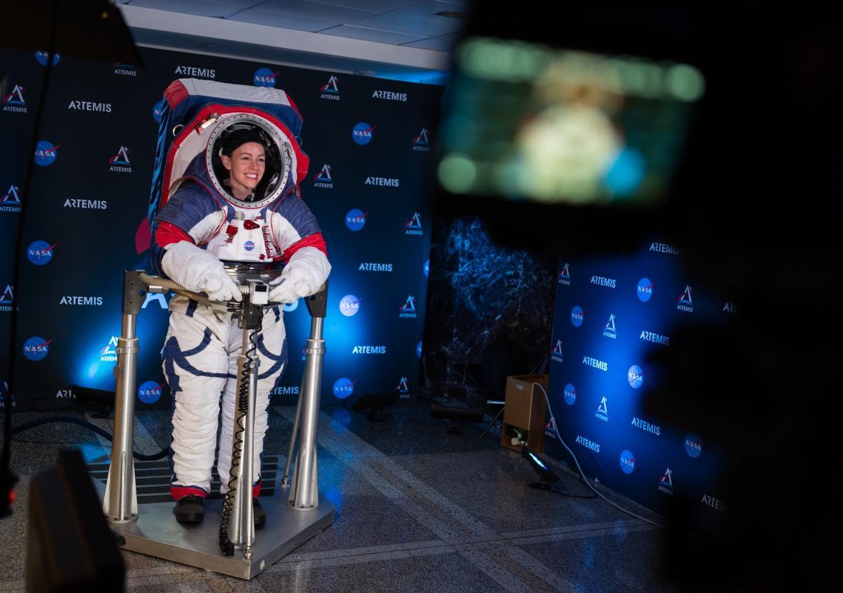 NASA představila nové skafandry