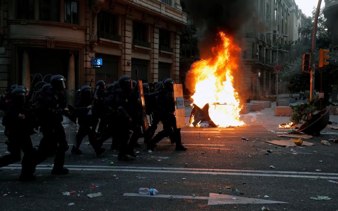 Katalánsko ochromila generální stávka, do Barcelony míří pochody tisíců lidí