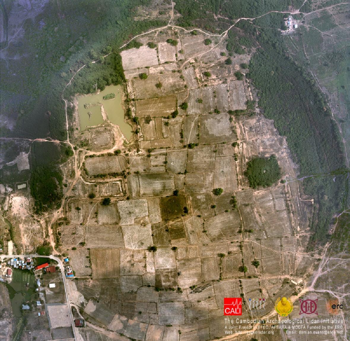 Na LIDARové fotografie je vidět krajina bez stromů