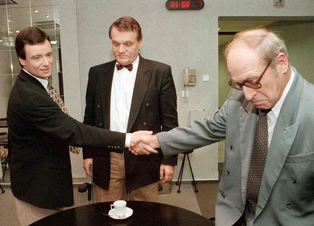 Stráský s Davidem Rathem a Bohuslavem Svobodou před televizní debatou (1997)