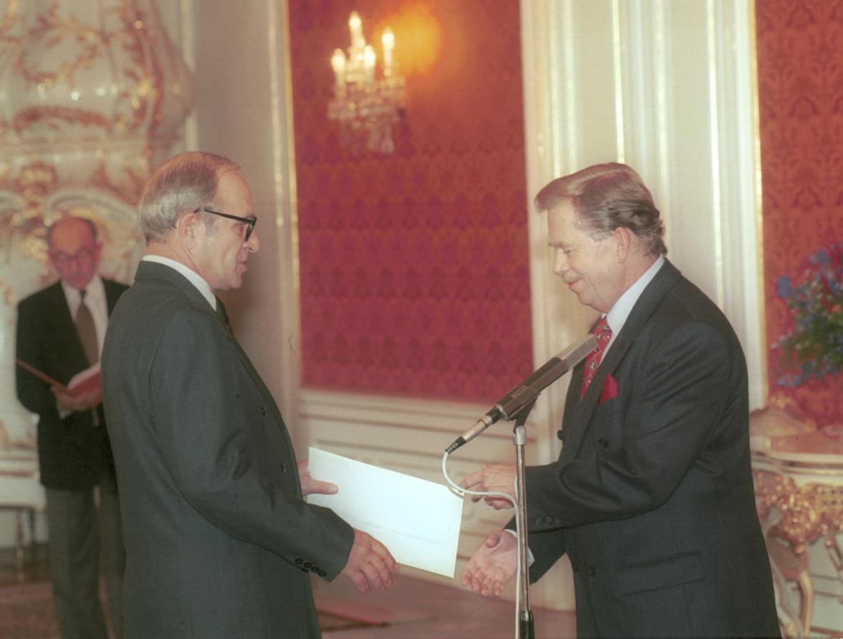 Havel jmenuje Stráského ministrem zdravotnictví (1995)