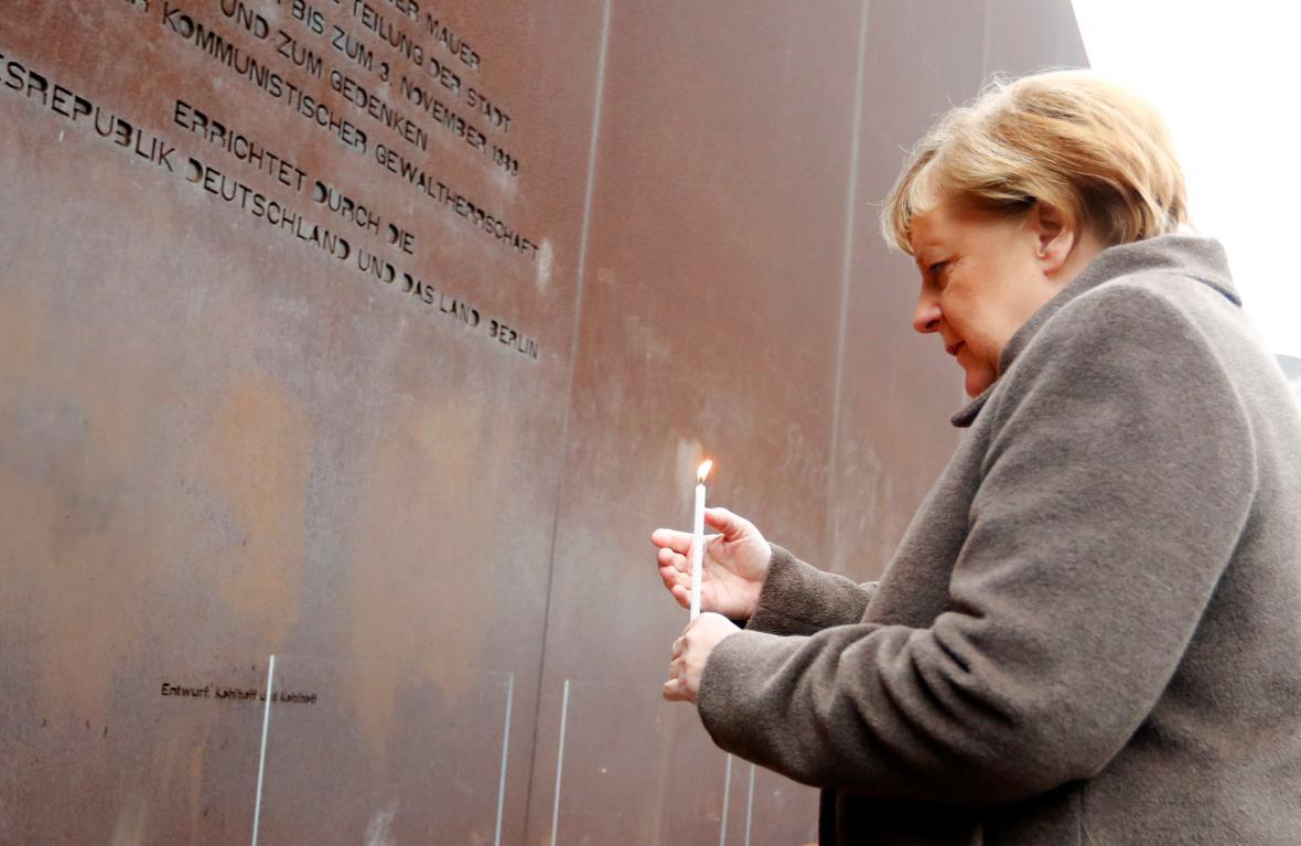 Angela Merkelová během pietní akce