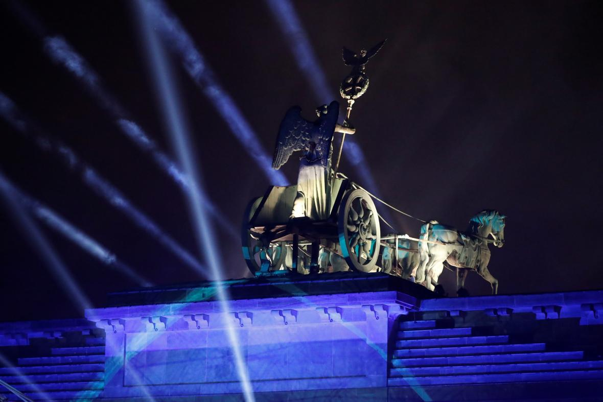 Nasvícení Braniborské brány na akci k oslavě 30 let od pádu Berlínské zdi