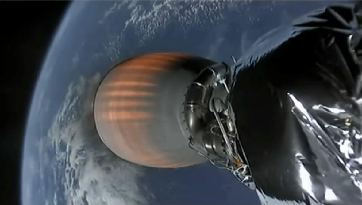 Snímky z letu Falconu 9 se satelity Starlink