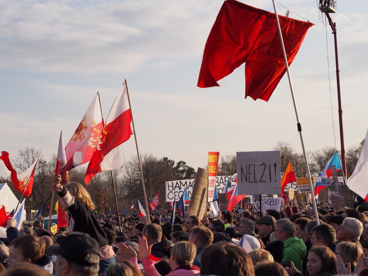 Demonstrace na Letné 16.listopadu 2019