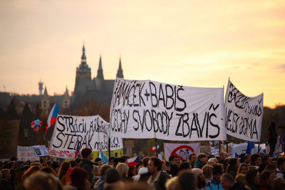 Demonstrace Milionu chvilek pro demokracii na Letné