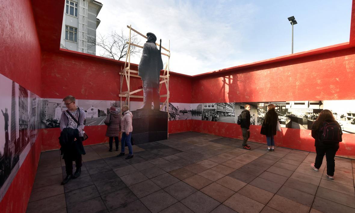 Výstava dobových fotografií na Masarykově náměstí v Ostravě