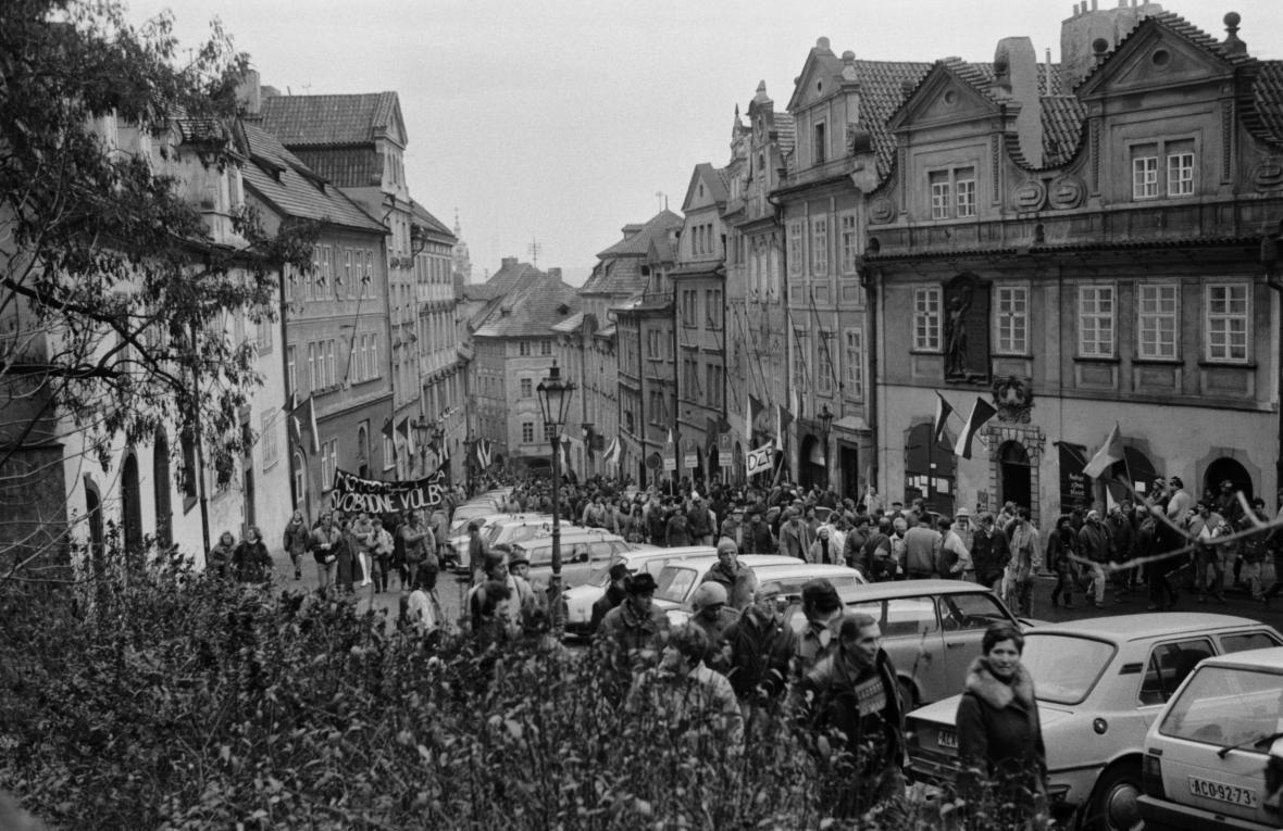 Sametová revoluce očima fotografů v Praze