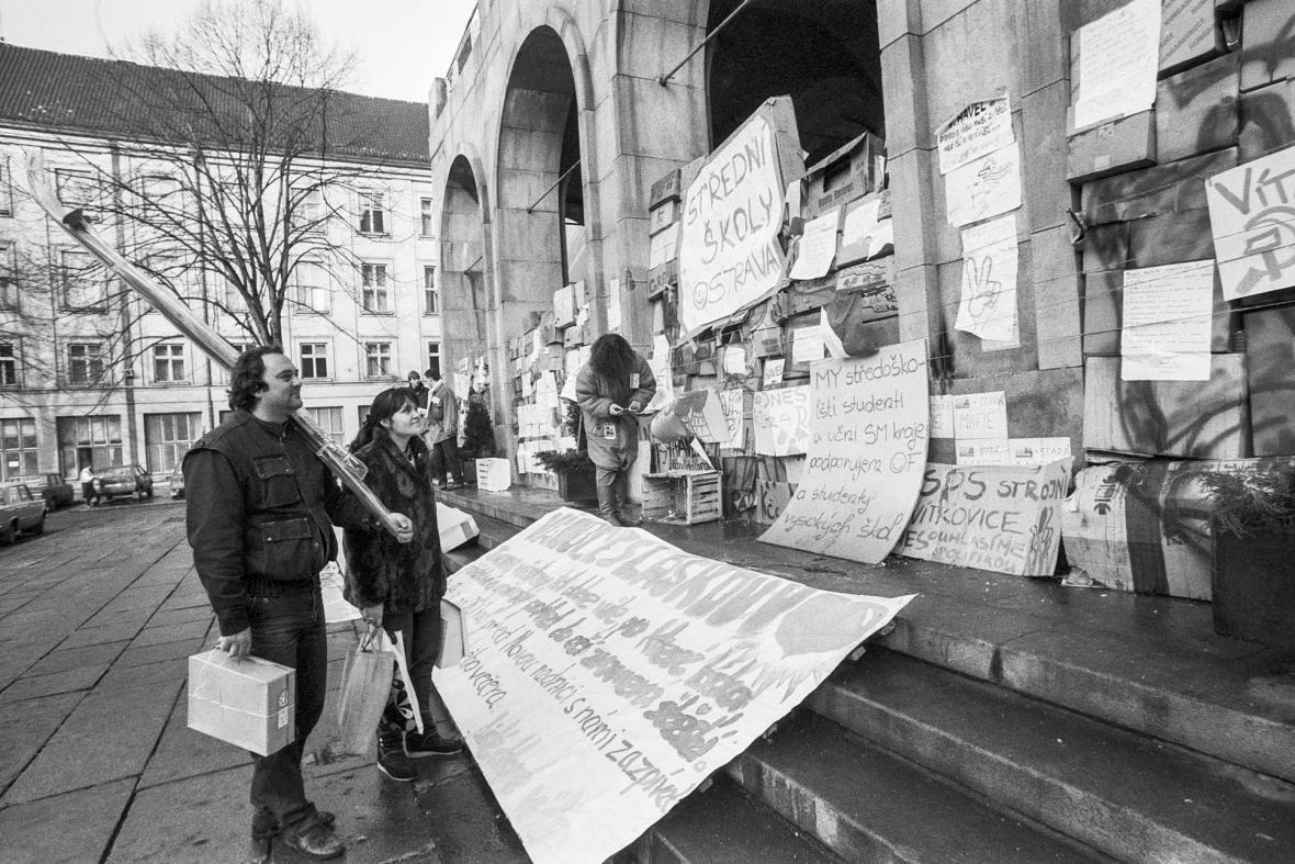 Sametová revoluce očima fotografů v Ostravě