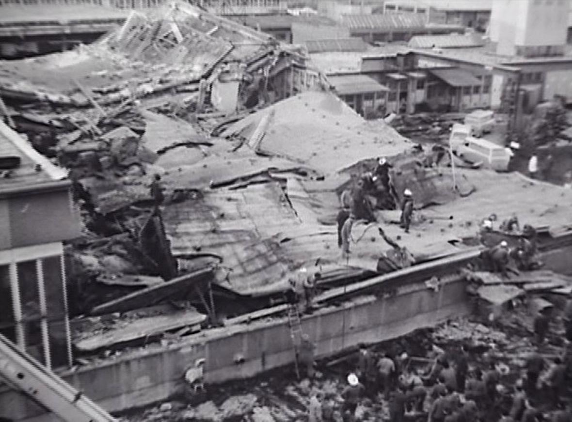 Zřícení haly Mesitu v Uherském Hradišti v roce 1984