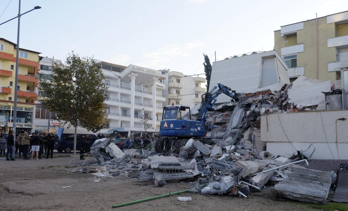 Zřícené budovy ve městě Drač