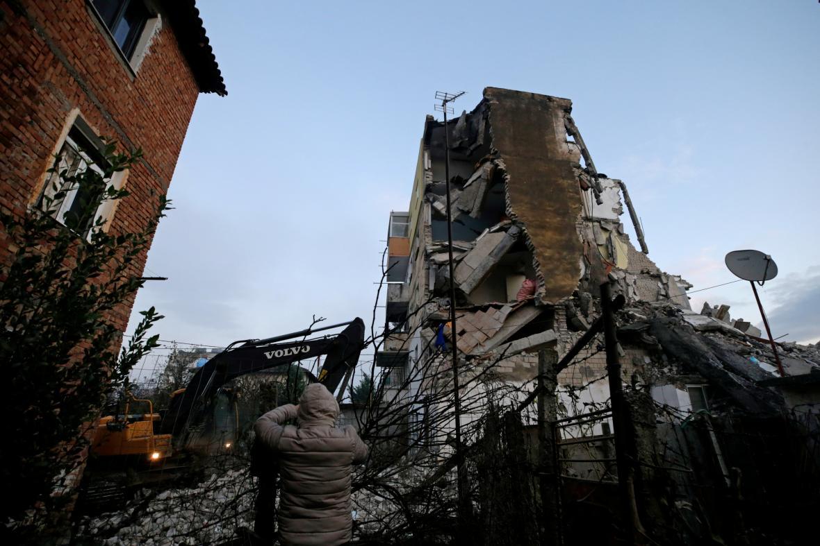 Zničené domy v Thumanë