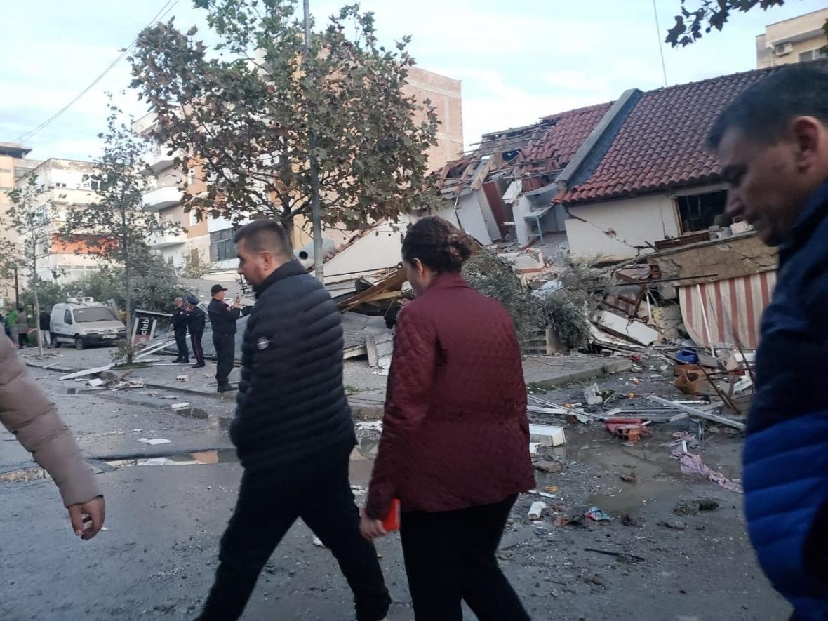 Zničené domy v Drači