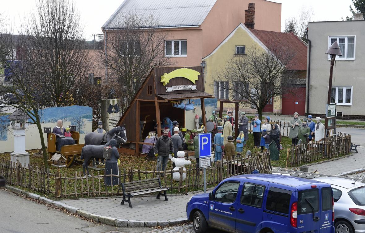 Betlém na náměstí v Dřevohosticích na Přerovsku