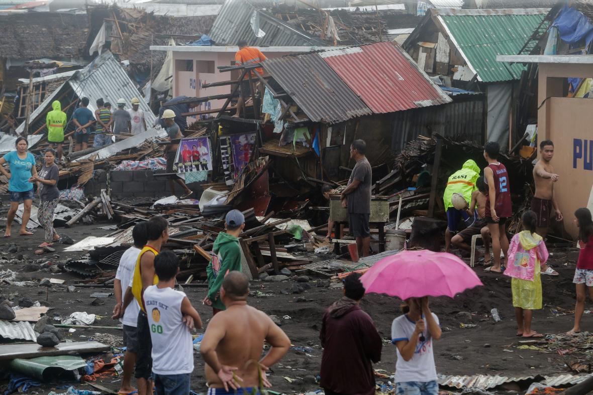 Filipínské město Legazpi po přechodu tajfunu Kammuri