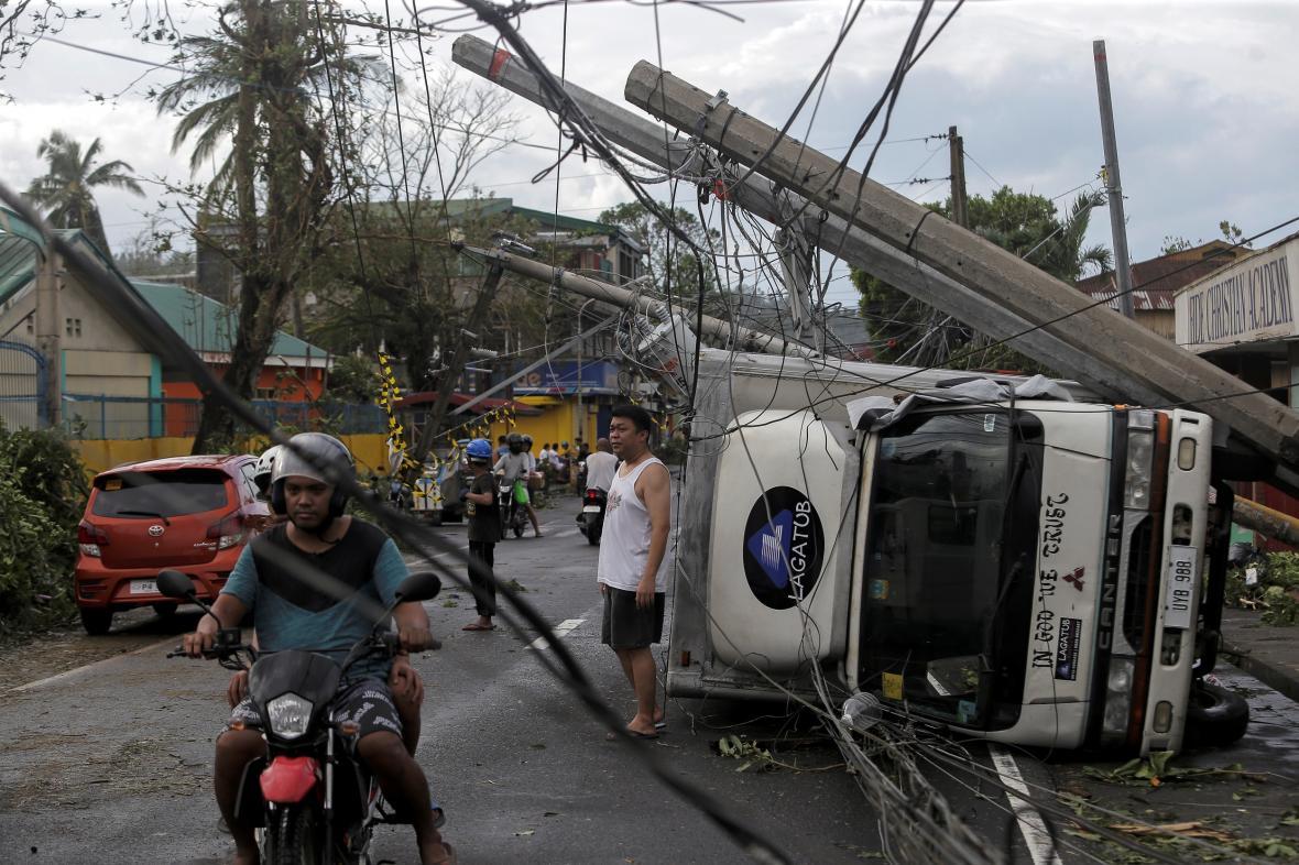 Na Filipíny udeřil tajfun Kammuri