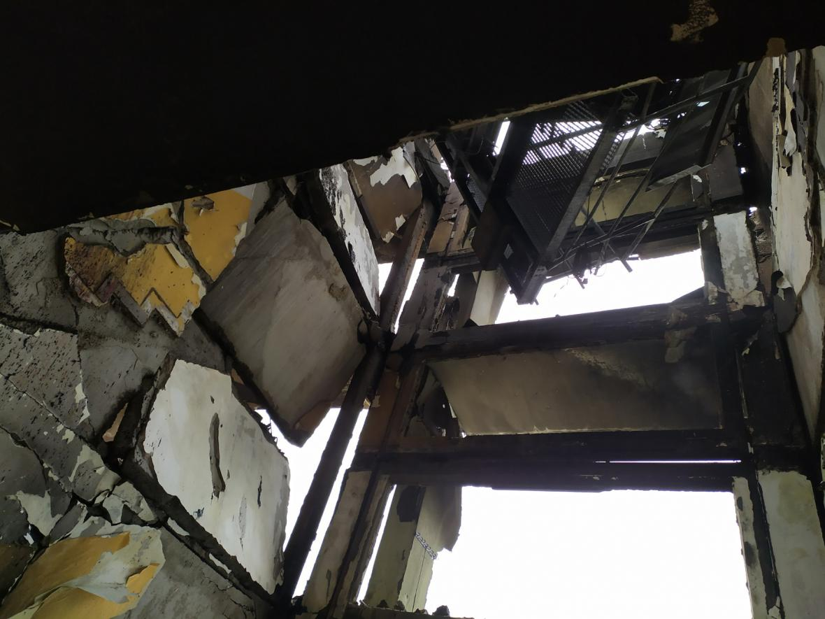 Záběry z vnitřku poničeného domu v Prešově