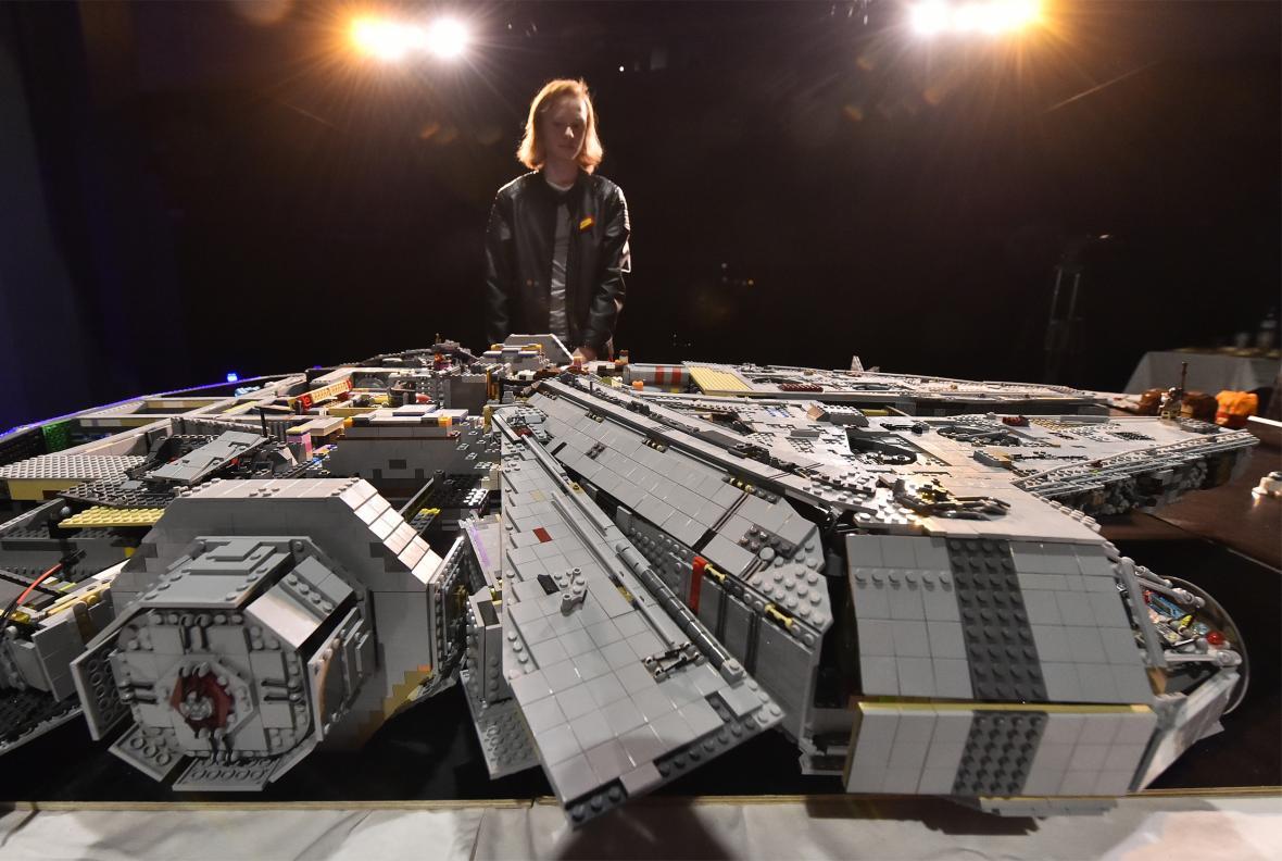 Model lodi Millenium Falcon