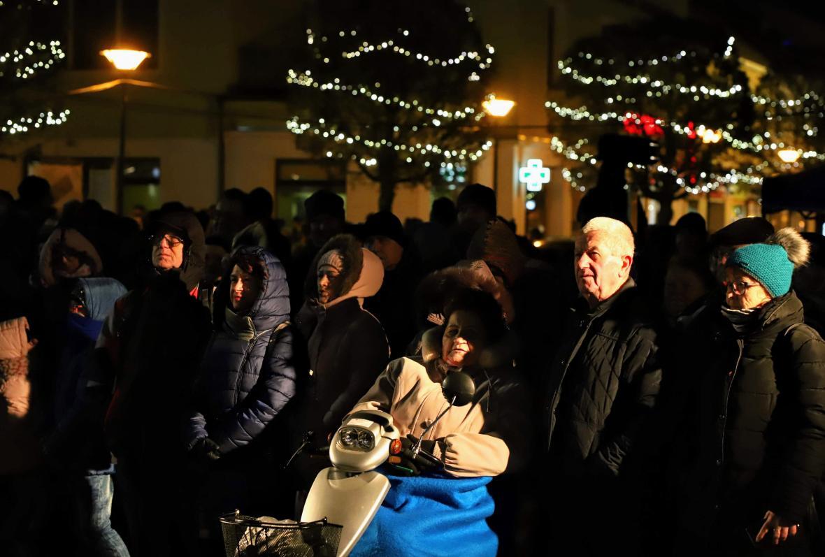 Zpívání u vánočního stromu v Kyjově