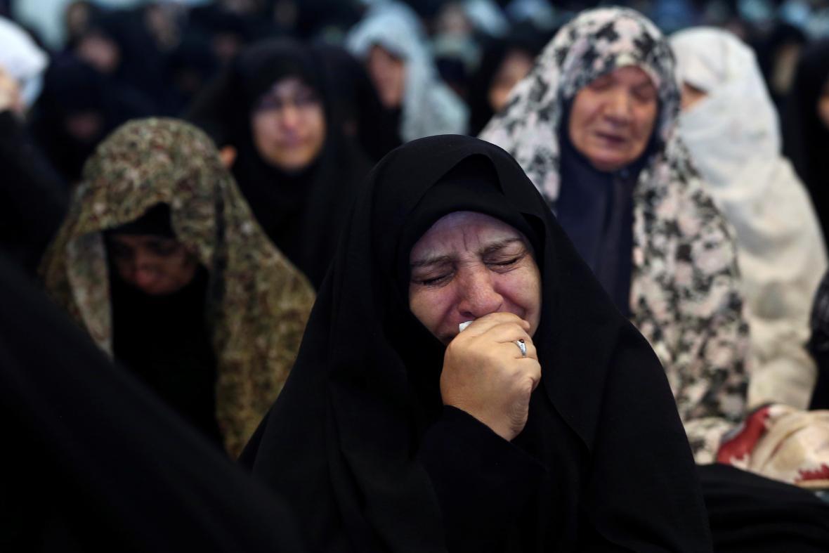 Íránci během modliteb reagují na smrt Solejmáního