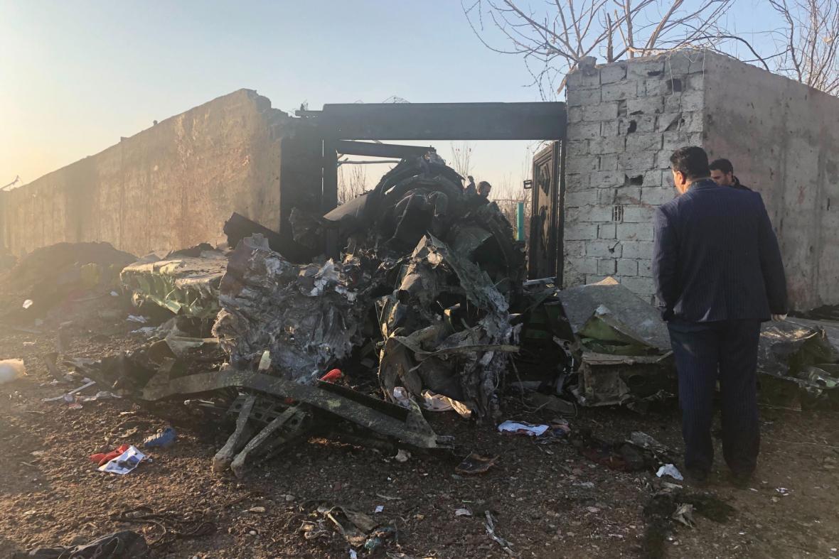 Trosky ukrajinského letadla, které havarovalo poblíž Teheránu