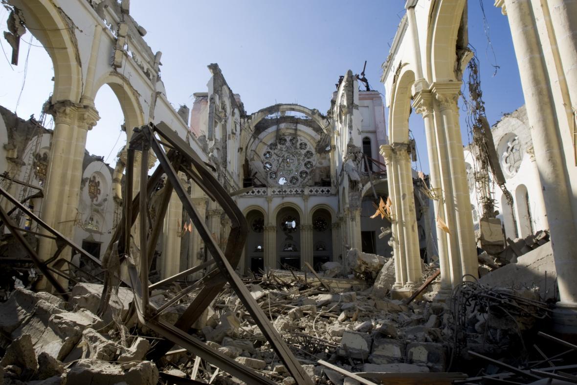 Trosky katedrály v haitském Port-au-Prince