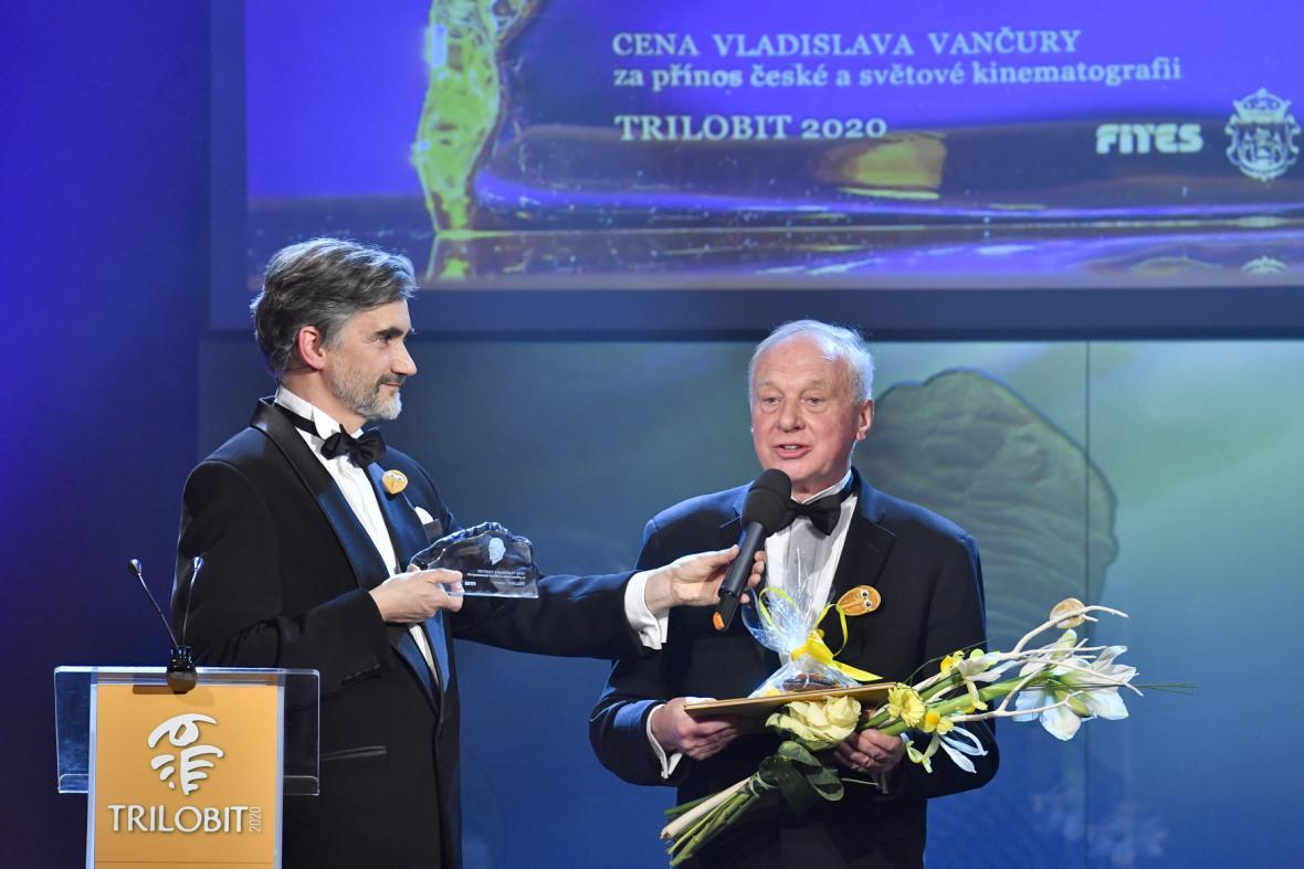 Cenu převzal také herec a dětský lékař Vladimír Pucholt