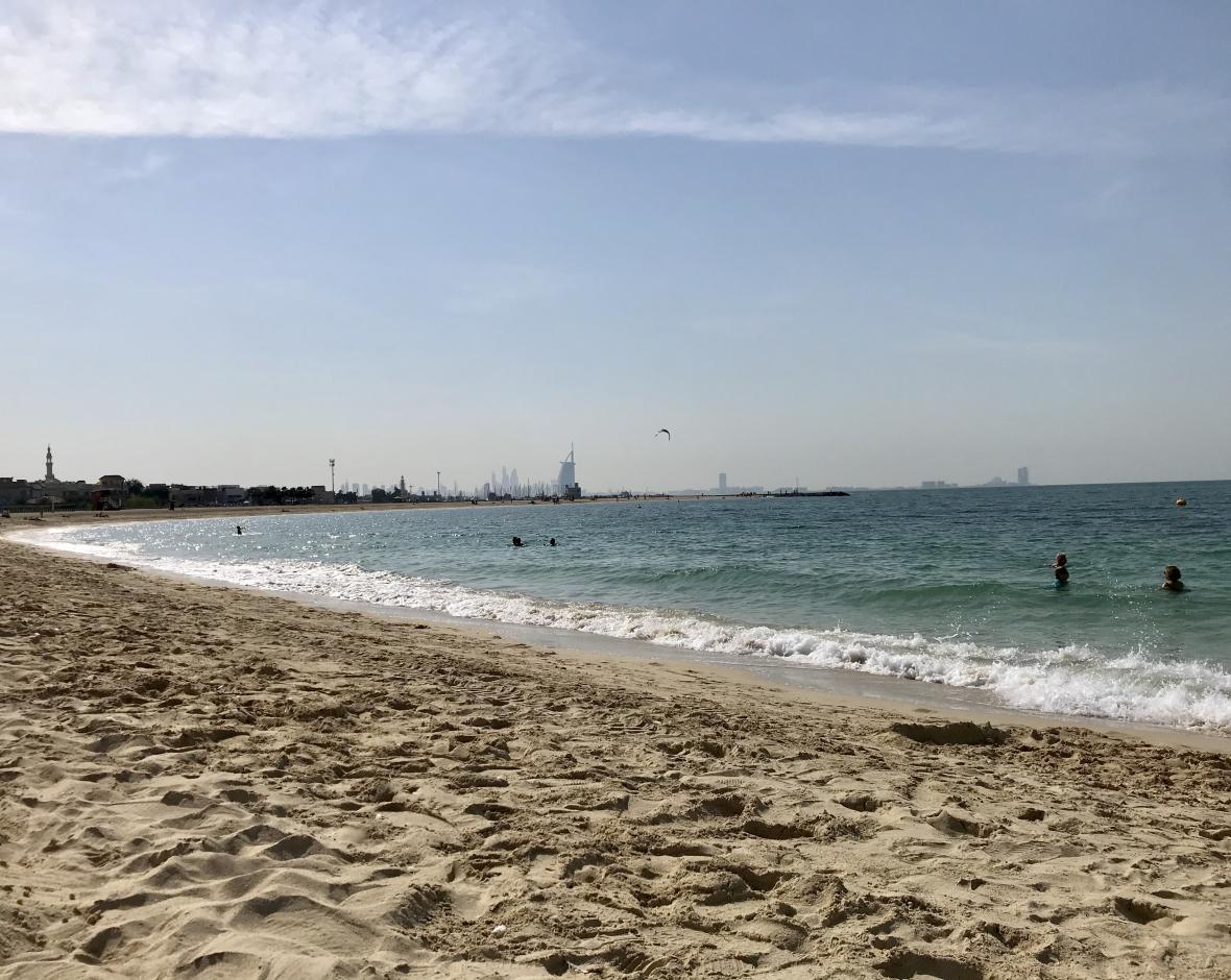 Jedna z dubajských veřejných pláží
