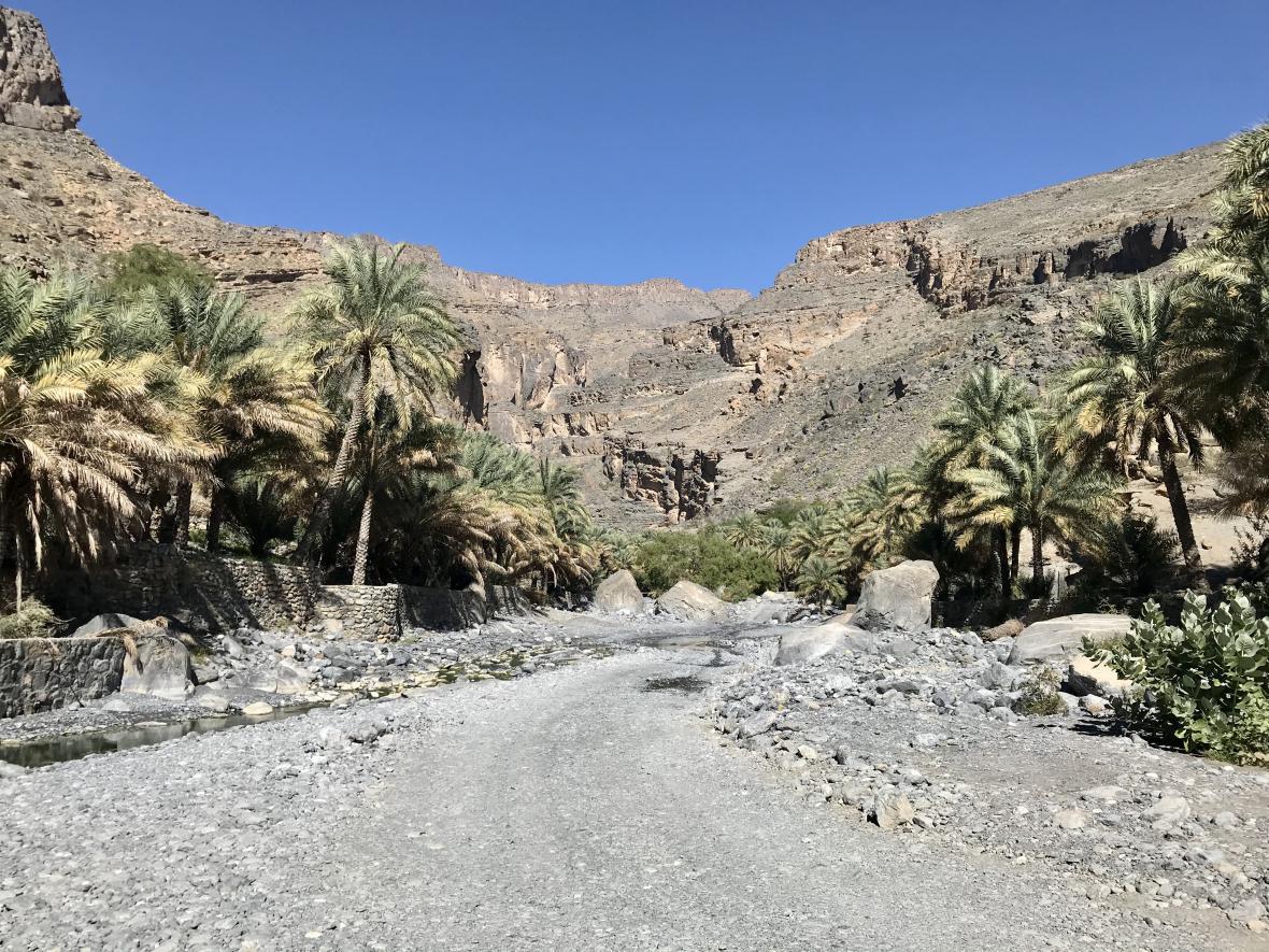 Cesta vedoucí údolím Vádí Ghul
