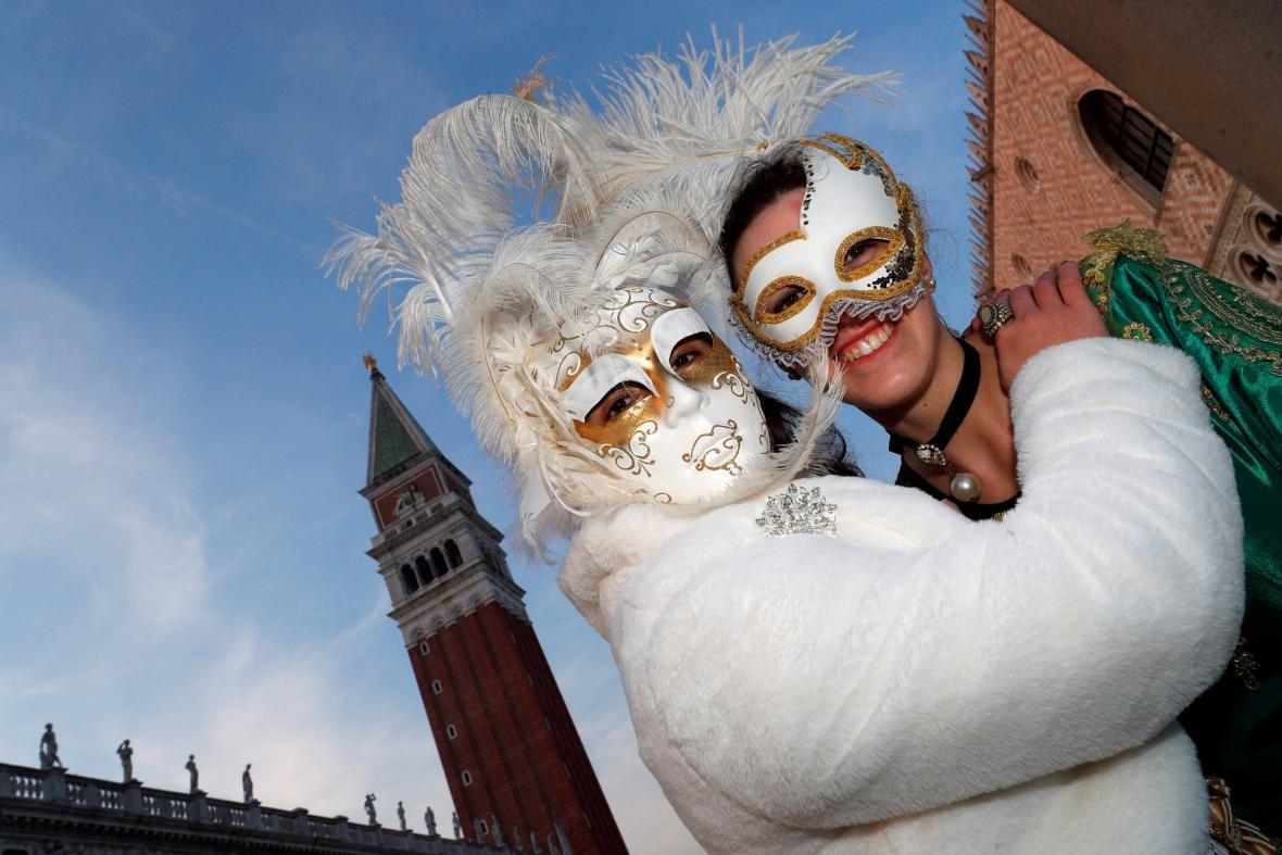 V Benátkách začal tradiční karneval, jeho letošním motivem je