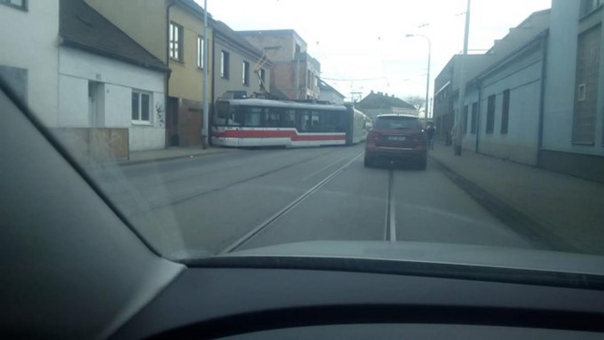 Vykolejená tramvaj v Brně