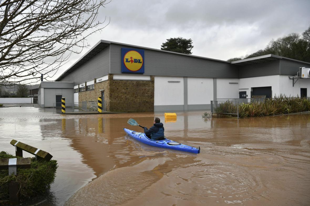Wales od víkendu bojuje se záplavami