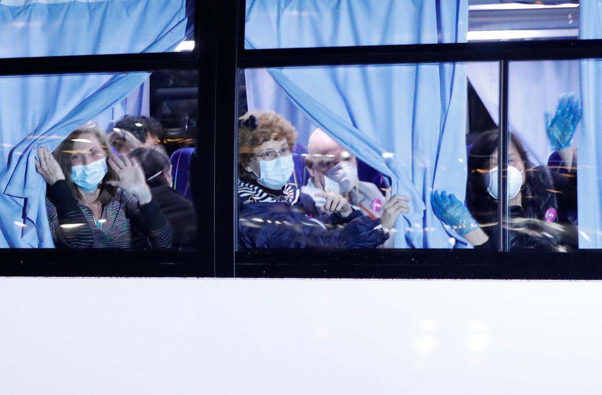 Evakuace turistů z lodi Diamond Princess