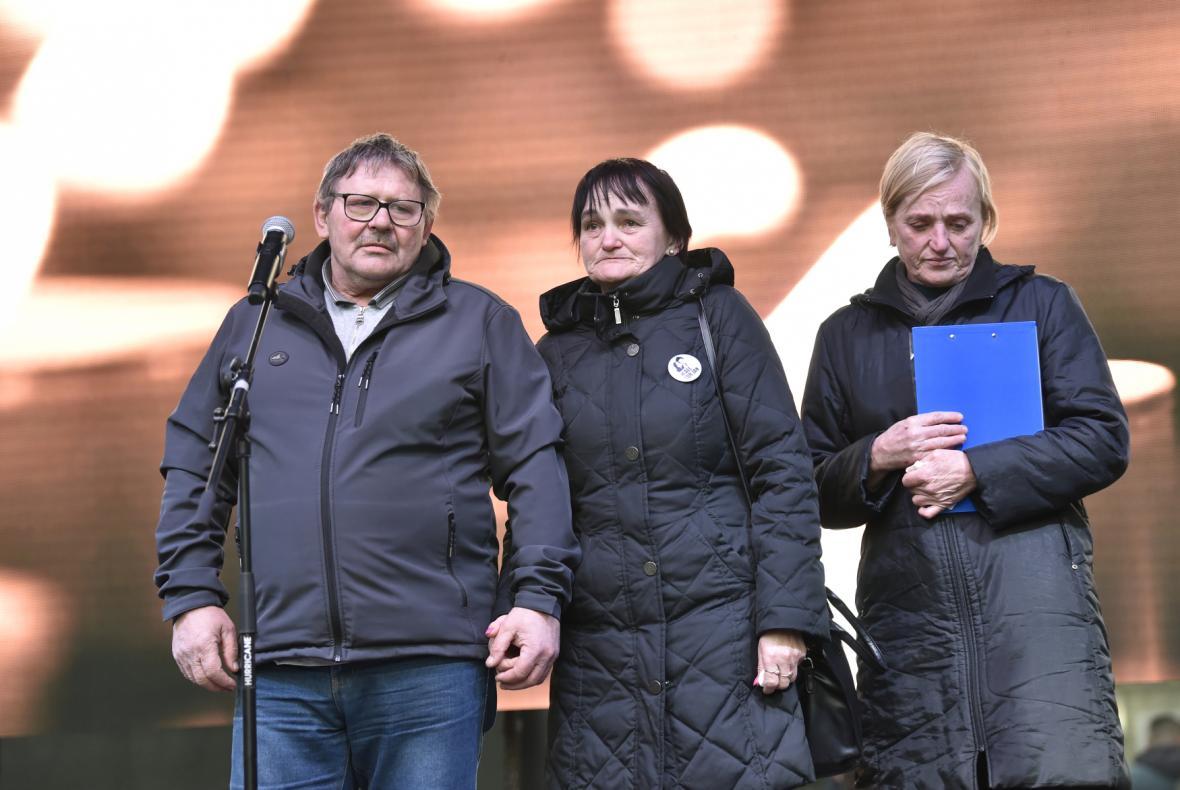 Rodiče zavražděné dvojice vystoupili na vzpomínkovém shromáždění na Náměstí SNP