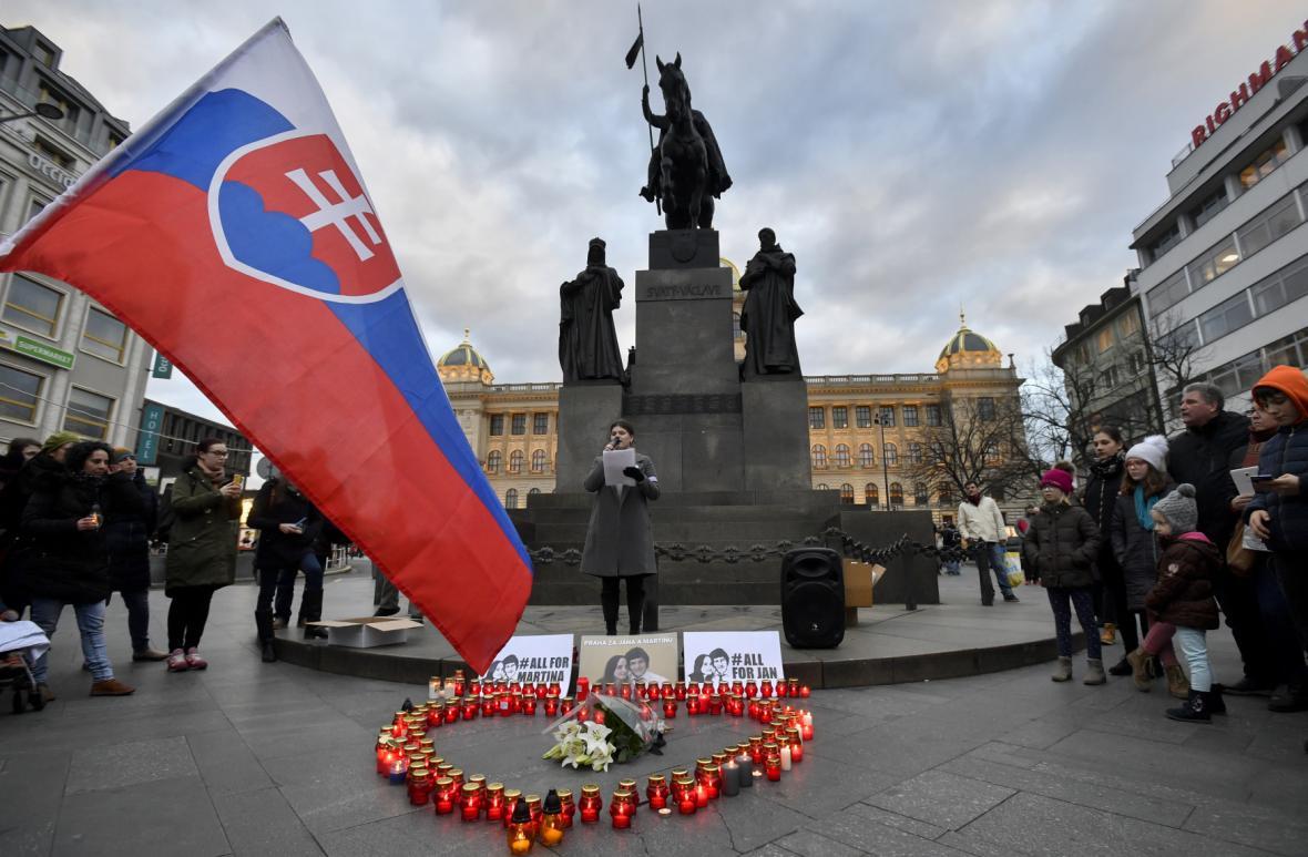 Vraždu Jána Kuciaka a jeho partnerky si připomněli i lidé na Václavském náměstí v Praze
